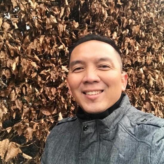 Penulis , Entrepreneur sekaligus dosen ; Dr. Dwi Purnomo